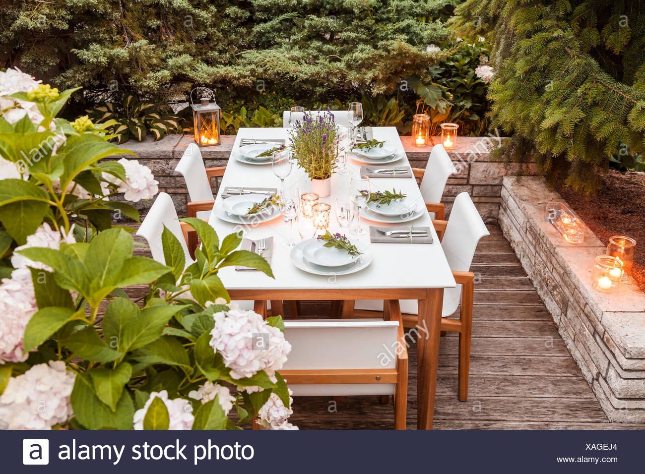 deutschland garten terrasse holzdeck gartenm bel moderne sitzgruppe festlich gedeckter. Black Bedroom Furniture Sets. Home Design Ideas