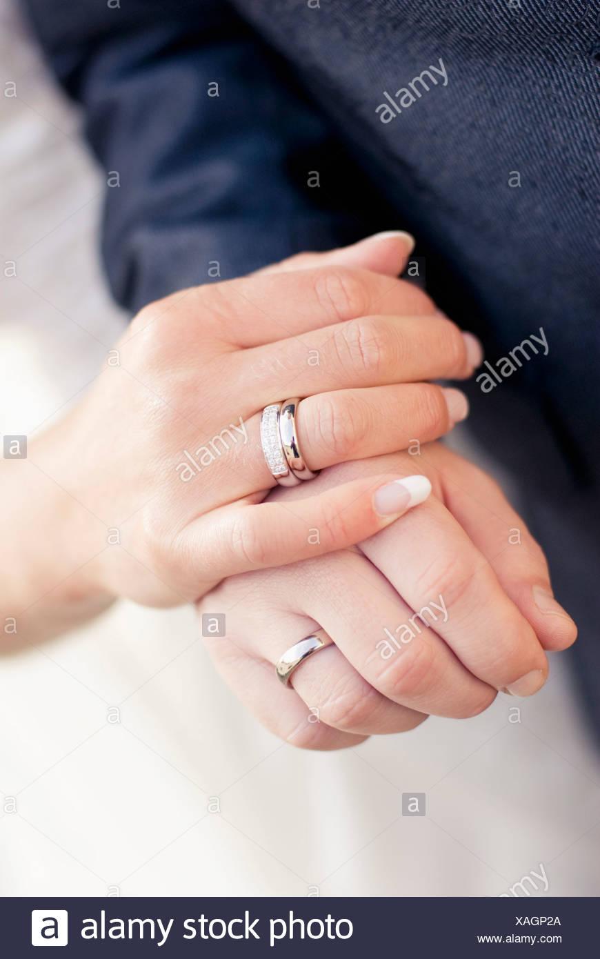 Hände mit Ringen Stockbild