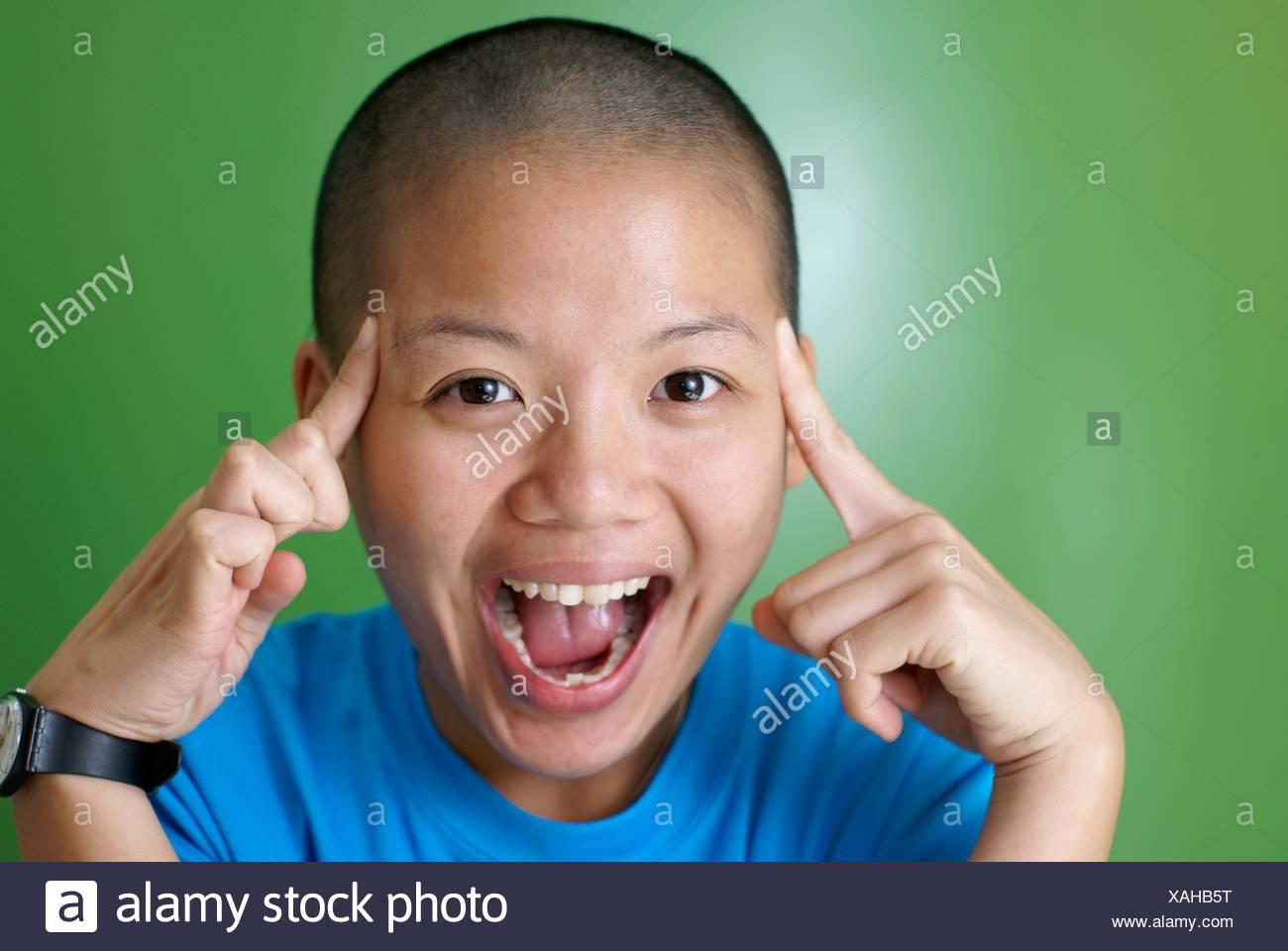 Beachten Sie, dass alle Komiker von Laci hauptsächlich für kleine Kinder bestimmt waren? Zeigt, wie erwachsen manche Menschen mental durch ihren Geschmack in der Komödie sind.