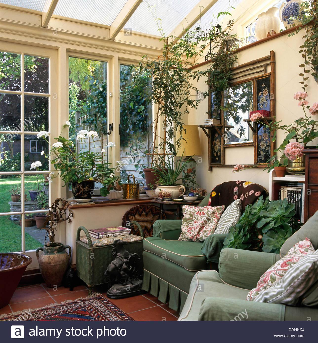 Häufig Edwardian Spiegel über grüne Sessel in neunziger Jahre MW72