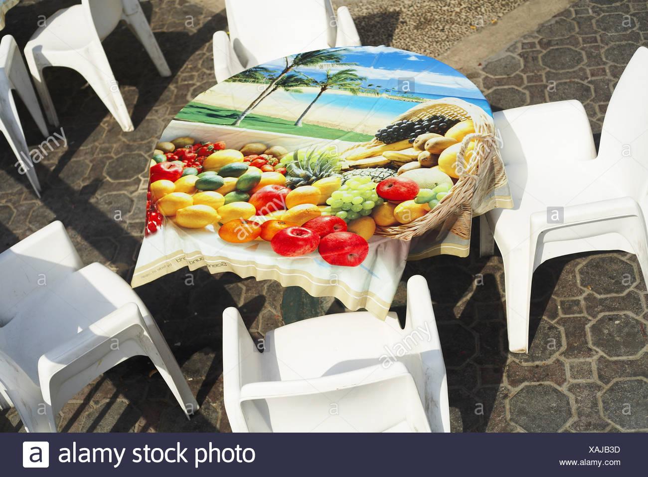 Terrasse Stühle Tisch Tischdecke Impressum Palmenstrand Obstkorb