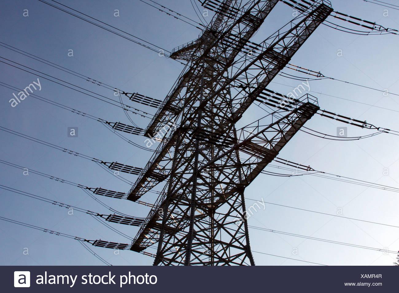 Strommasten, elektrische Hochspannungsleitung, Niedersachsen, Deutschland, Europa Stockbild