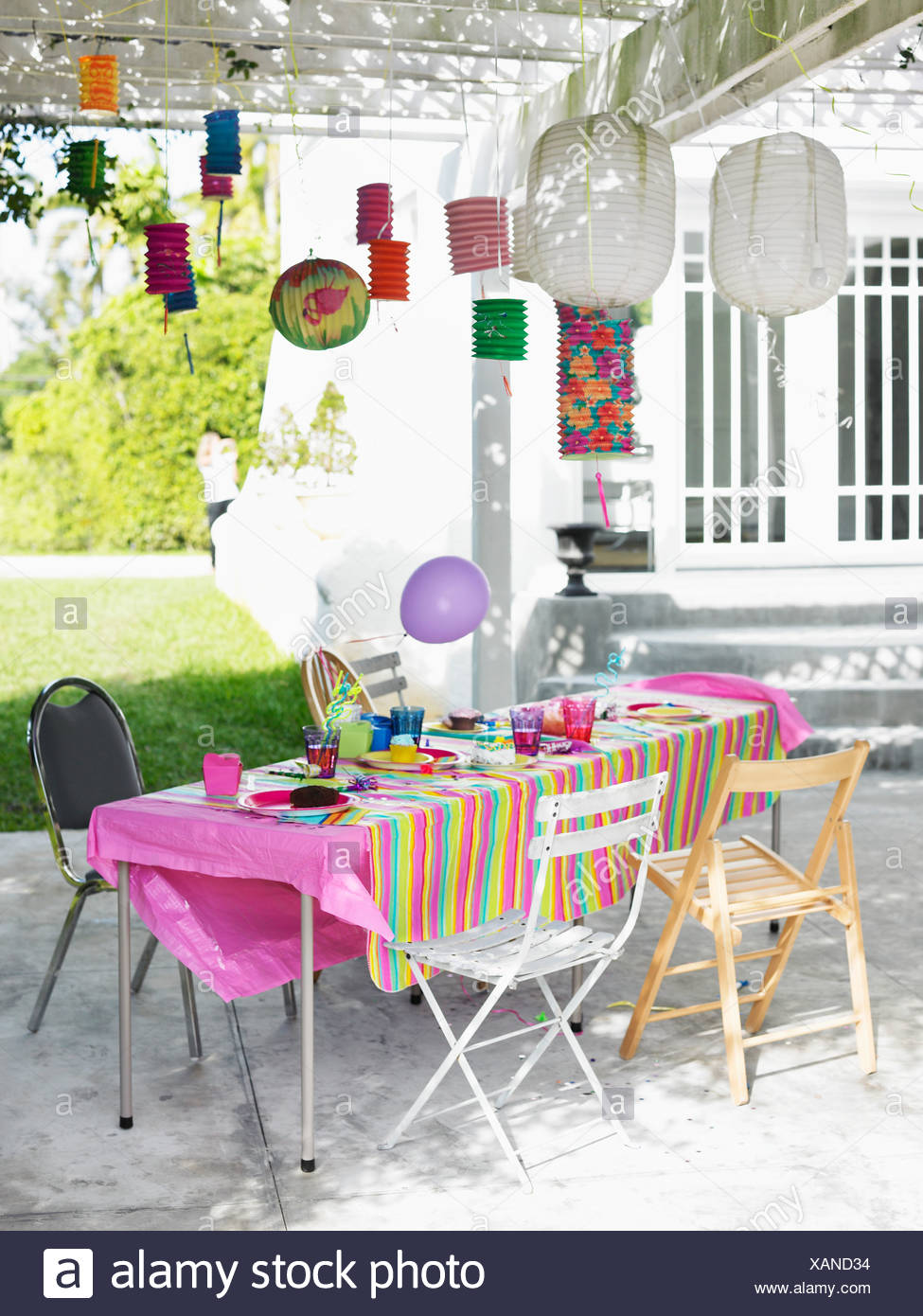 Table Absence Messy Party Stockfotos & Table Absence Messy Party ...