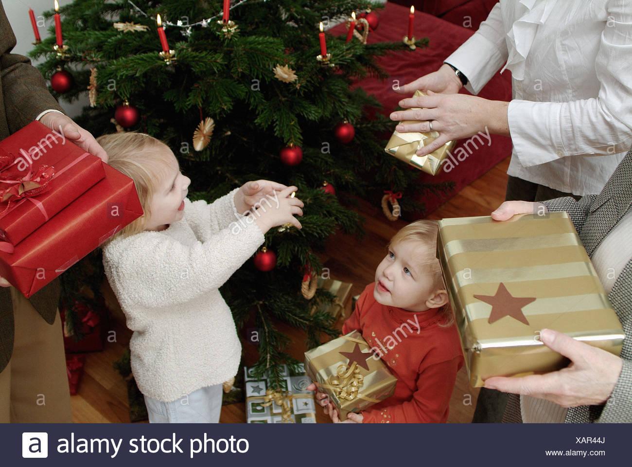 Weihnachtsbaum, Familie, Geschenke, halten, Detail, Eltern ...