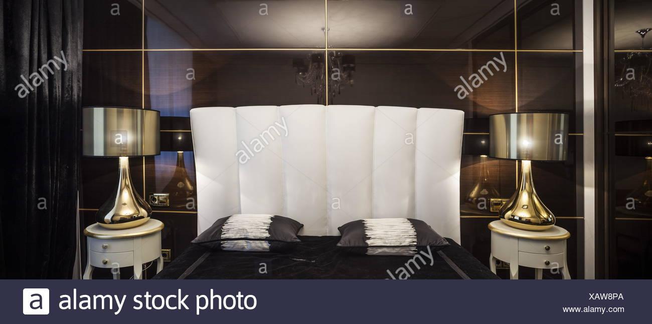 Innenausstattung Schlafzimmer dunkle Farben Stockfoto, Bild ...