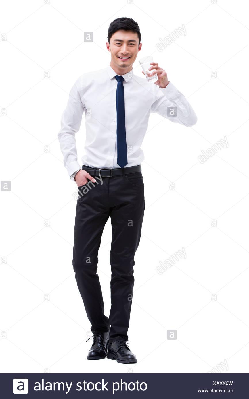 Junger Geschäftsmann Trinkwasser Stockbild
