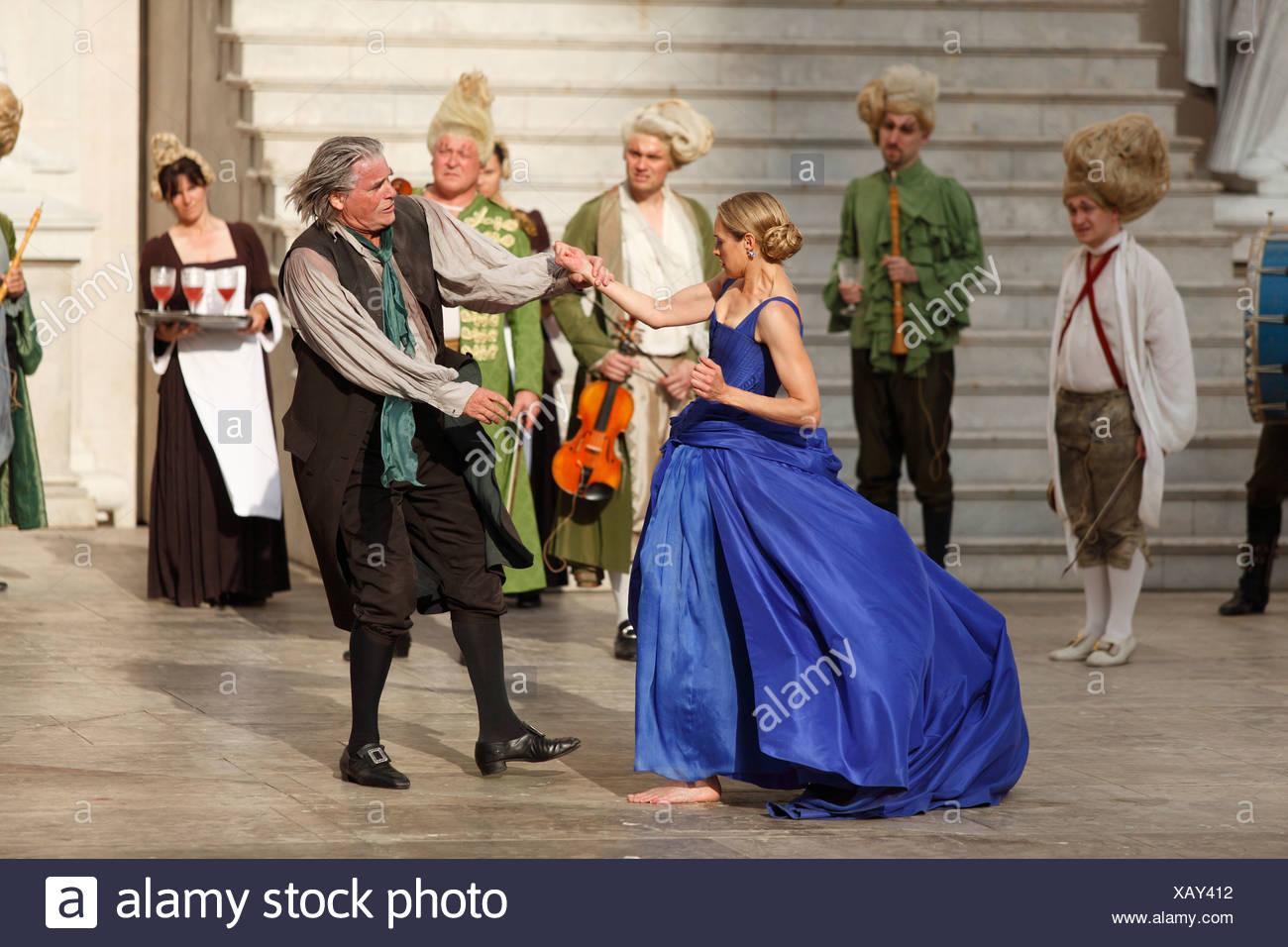 Jedermann, jedermann, 2009, von Peter Simonischek mit Sophie von Kessel gespielt, wie Everyman, Buhlschaft, spielen von Hugo von Hofmann Stockbild