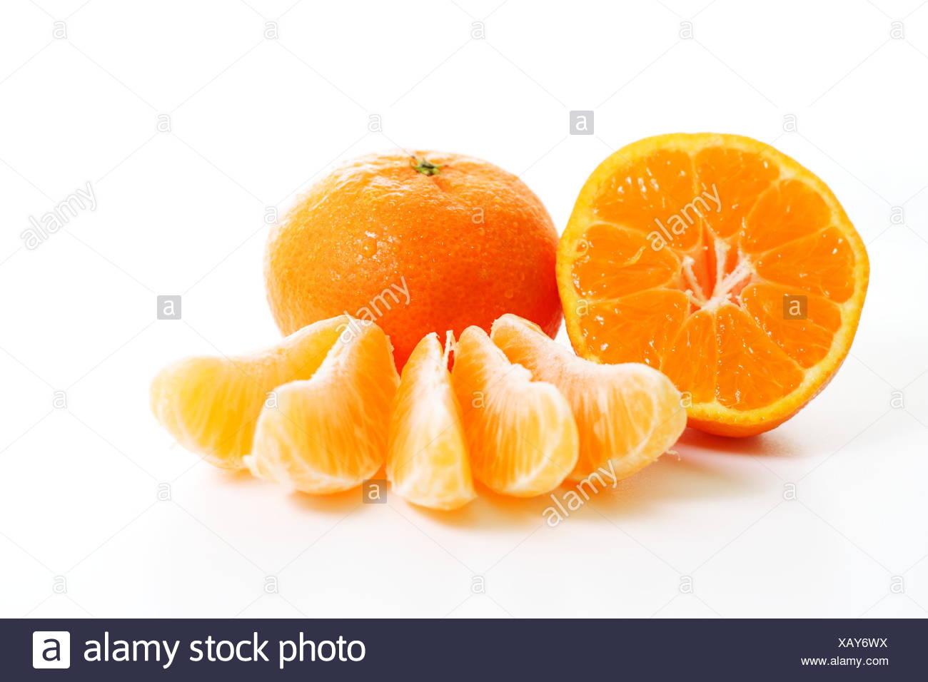 Orangen essen Nahrungsmittel isoliert Stammarten Obst Obst Mandarinen Mandarinen orange Stockbild