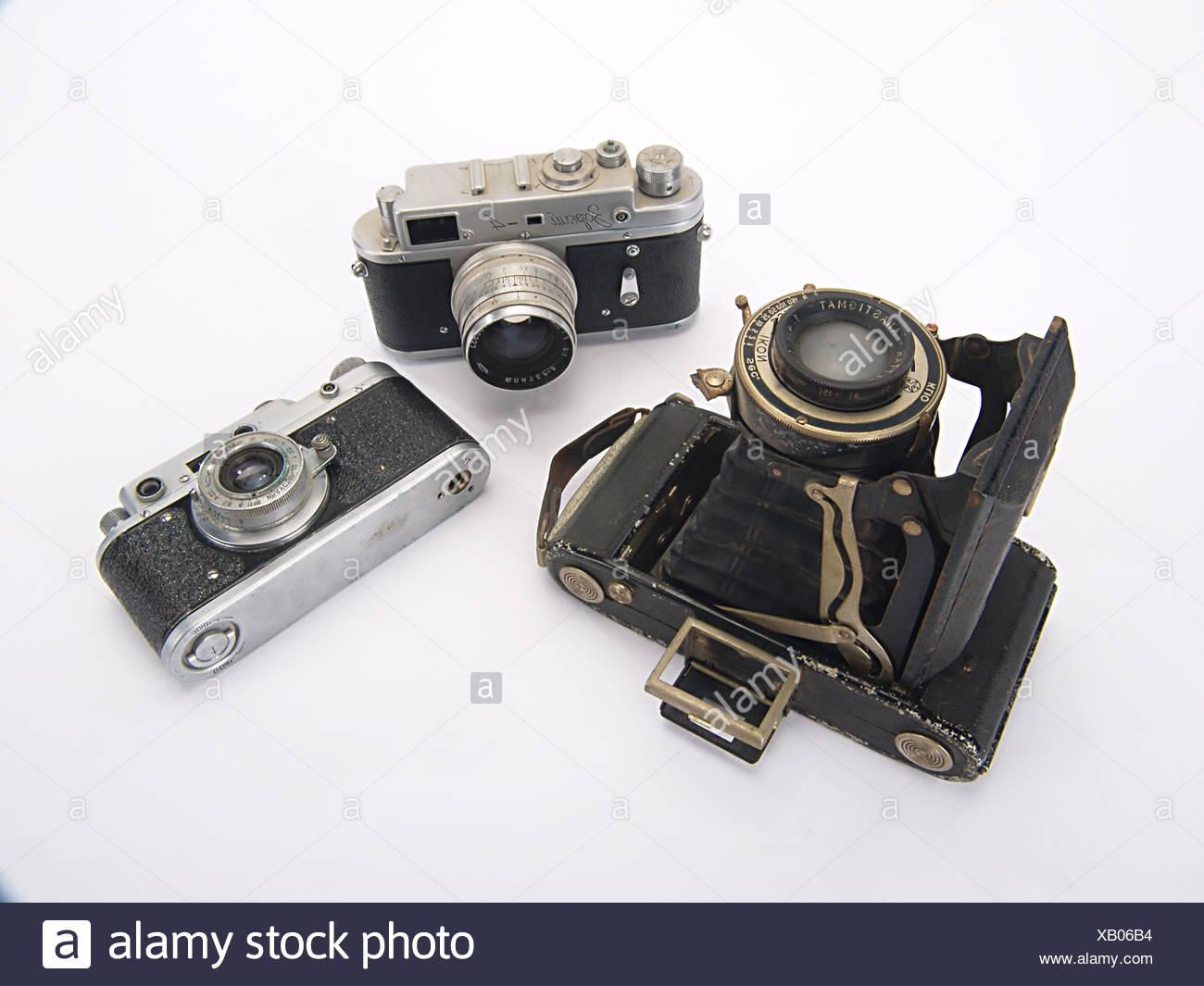 Drei entfernungsmesser kameras auf weißem hintergrund stockfoto