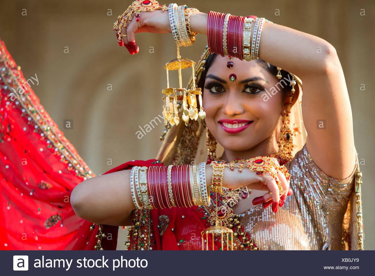 Nett Weiß Indische Brautkleider Für Die Braut Ideen - Brautkleider ...