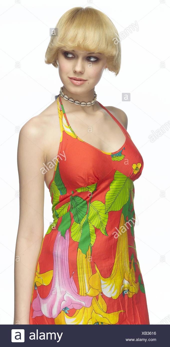 Frau Stand Jung Blond Sommerkleid Seitenansicht 20 30