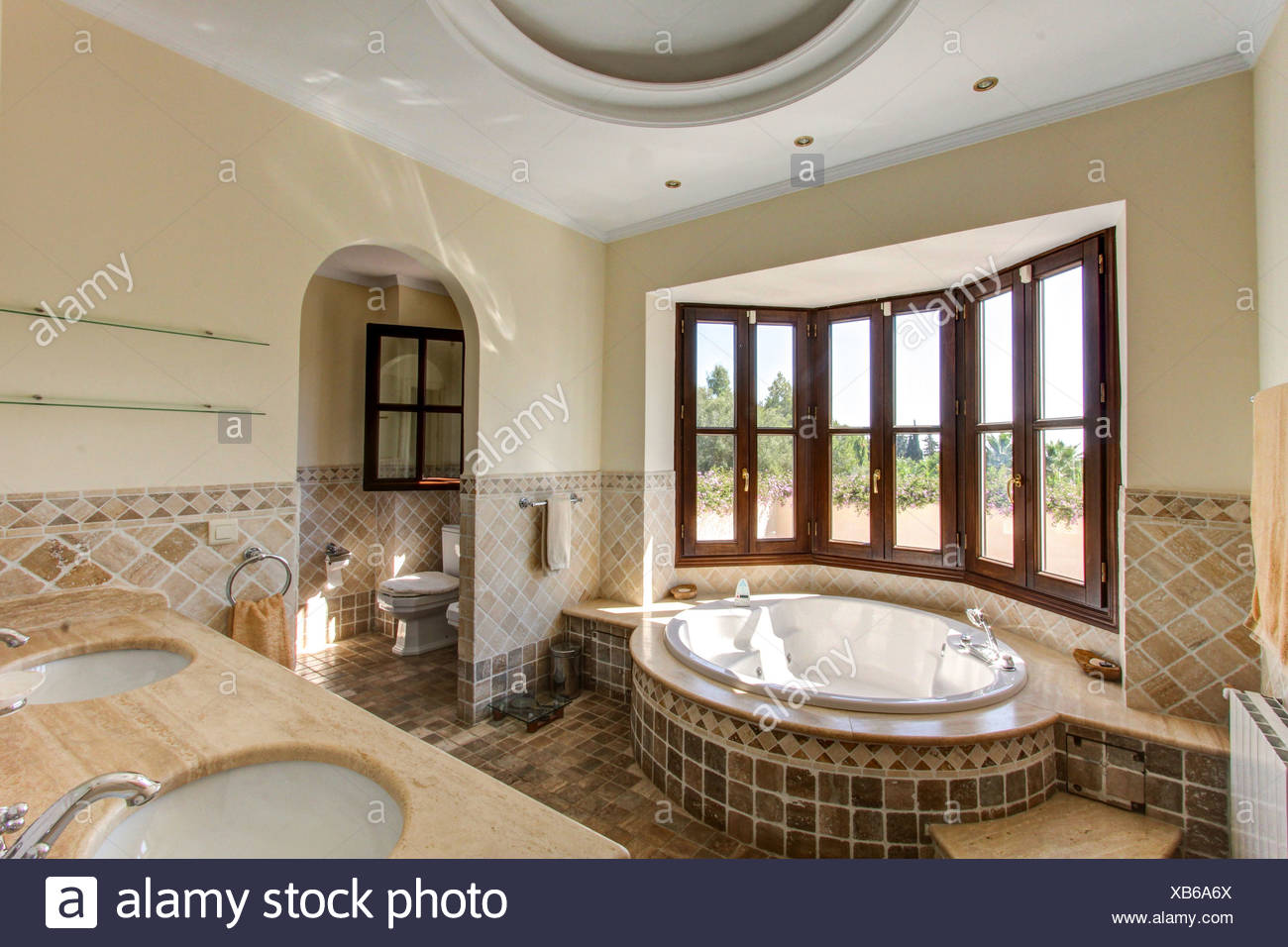 Luxus-Badezimmer in villa Stockfoto, Bild: 282266850 - Alamy