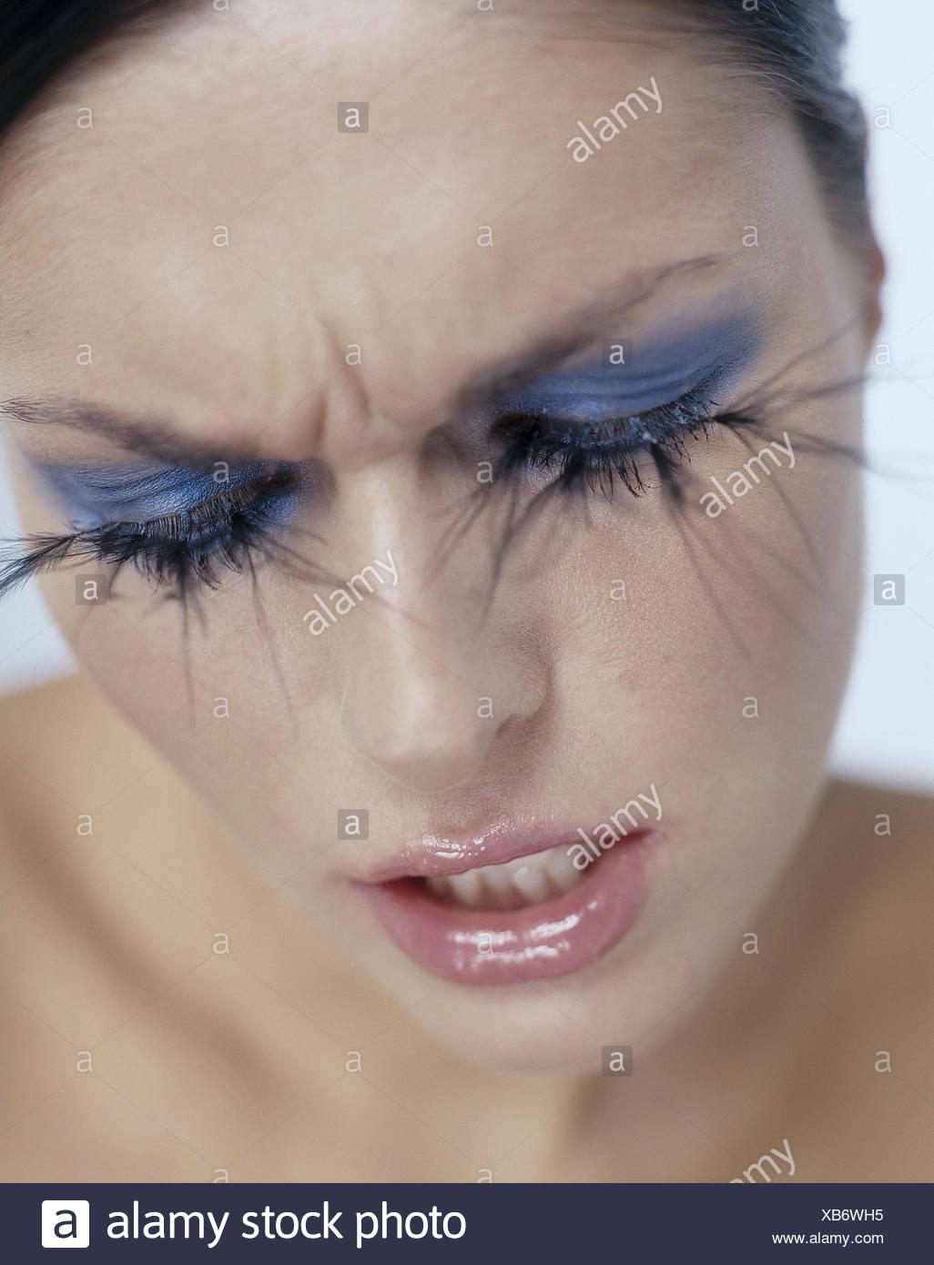 Frau jung augen make up extravagant wimpern portrt frauen frau jung augen make up extravagant wimpern portrt frauen portrt blick geschminkt schminke make up kosmetik blick gesenkt knstliche wimpern thecheapjerseys Images
