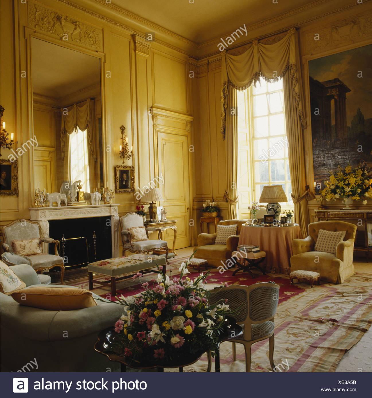 Große Wohnzimmer im Herrenhaus Stockfoto, Bild: 282310711 - Alamy