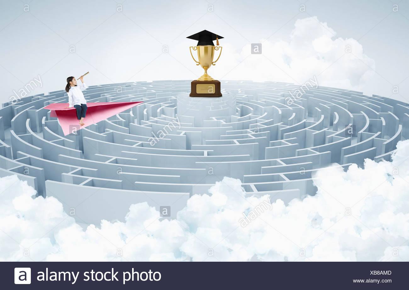 ein Mädchen und eine Trophäe über ein rundes Labyrinth ...