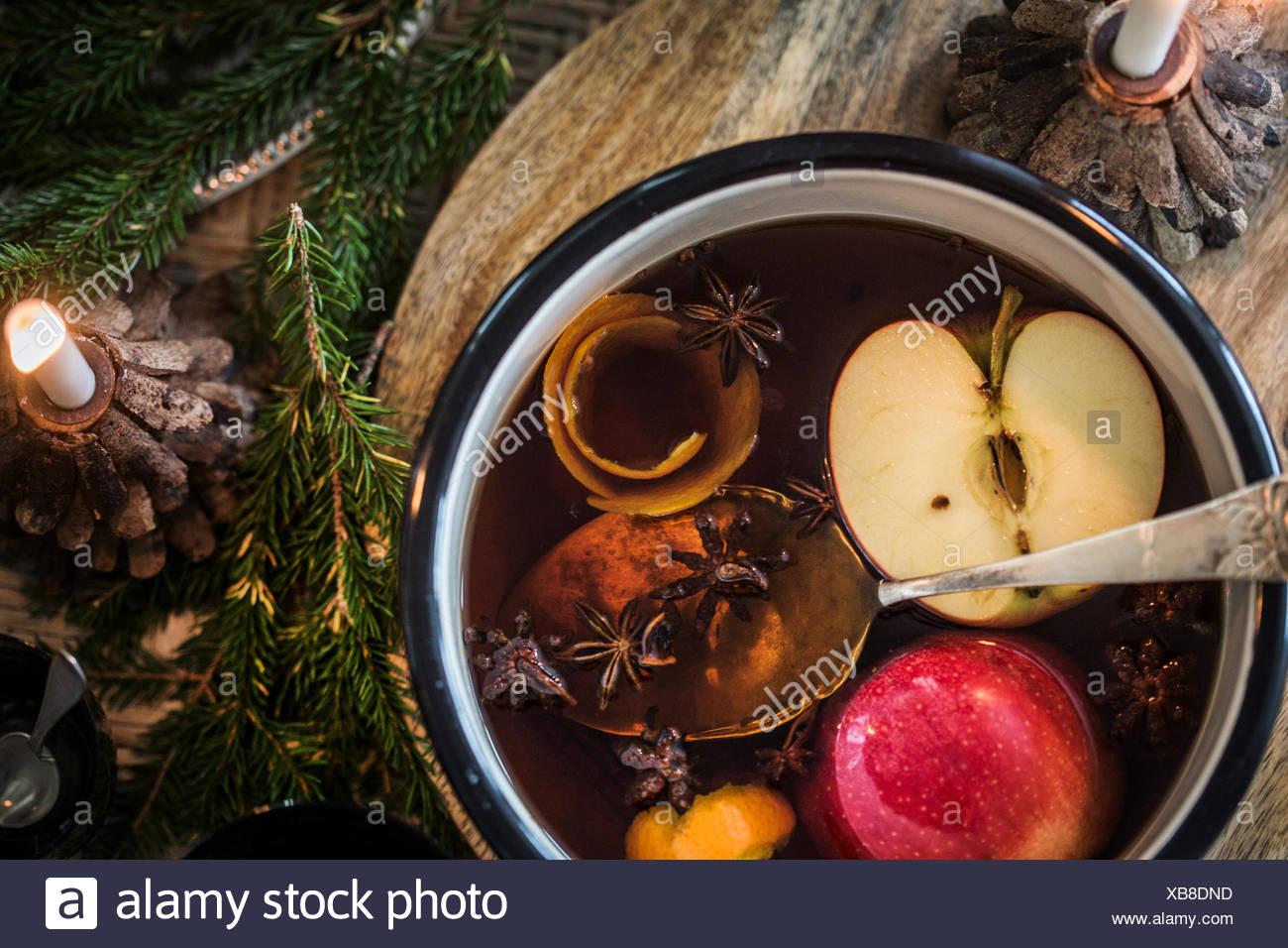 Schweden, Teelöffel in Glühwein Stockbild