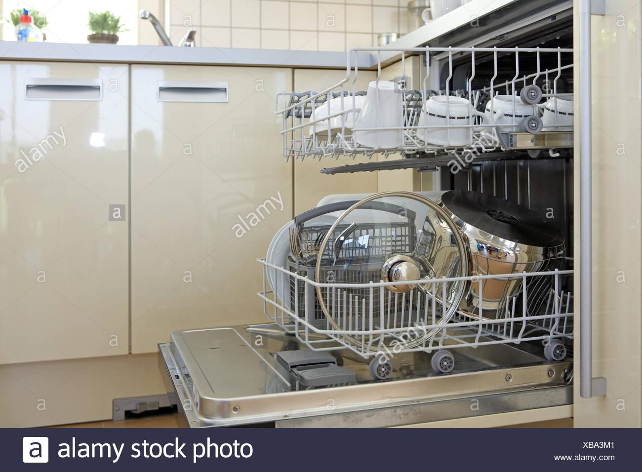 Hausarbeit, Innen, Kueche, Kuechen, Menschenleer, Niemand, Offen, Ordnung, Reinigen, Reinigung, Zu Hause, Zuhause, Abwaschen, Ge Stockbild
