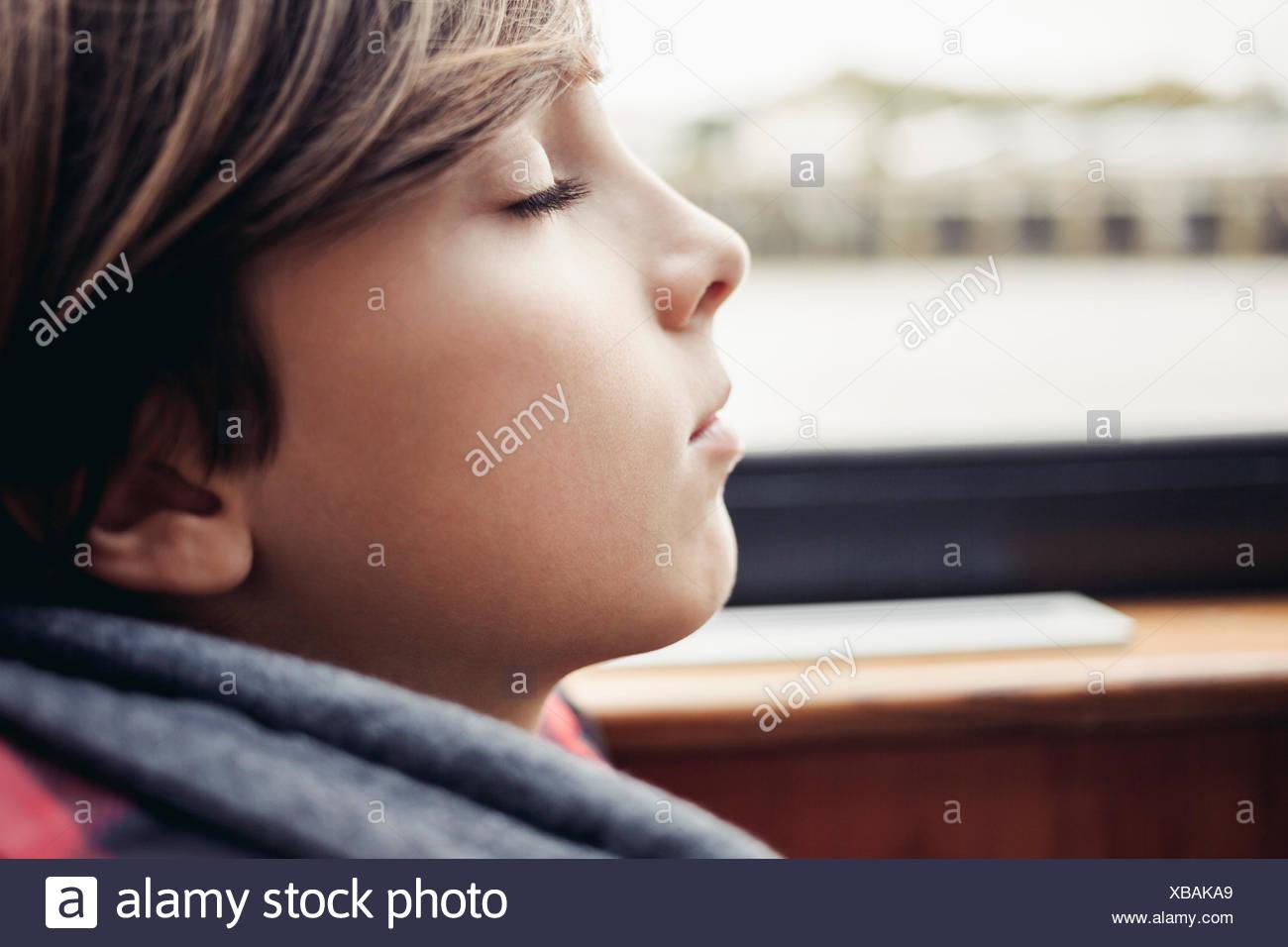 Jungen schlafen Stockfoto