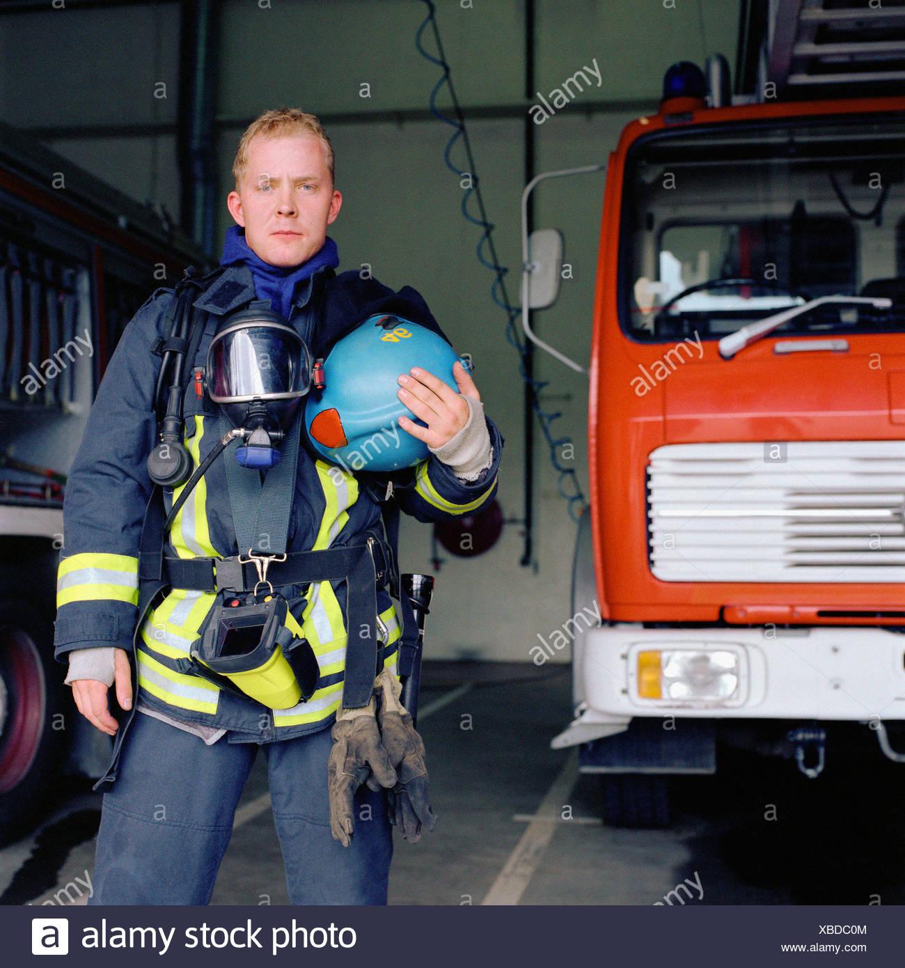 feuerwehrmann, voll ausgestattet stockfoto, bild: 282421908 - alamy