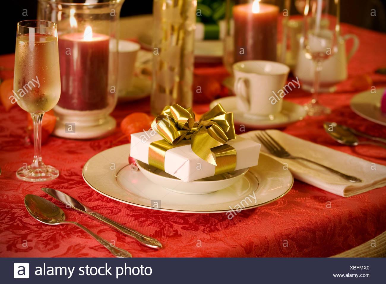 Elegante Weihnachten Tischdekoration In Rot Stockfoto Bild