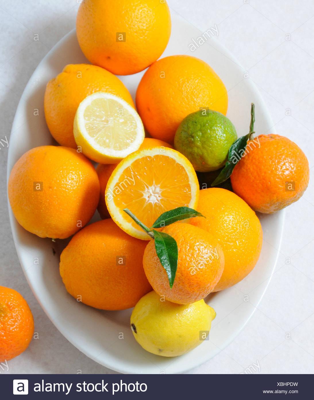 Vitamine, Vitamin C, Orangen, Zitronen, Zitrusfrüchte Früchte, Speisen, Essen, Stockbild