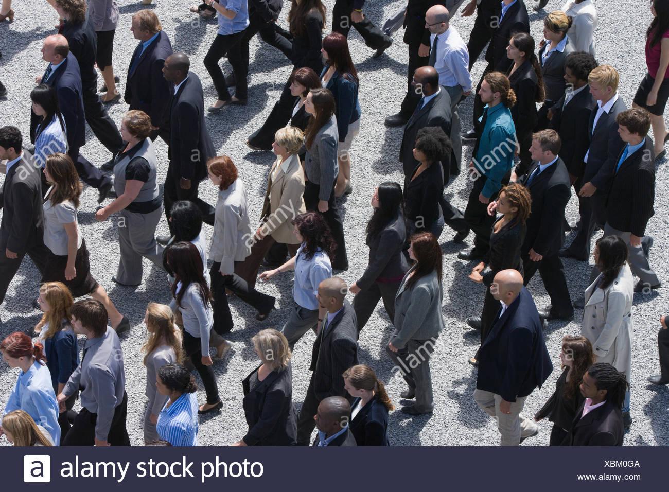 Geschäftsleute, die zu Fuß Stockbild