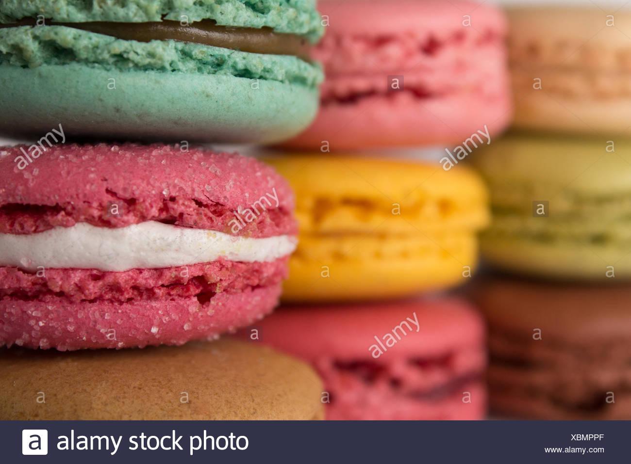 farbige Macarons. gestapelte Makronen. Stockbild
