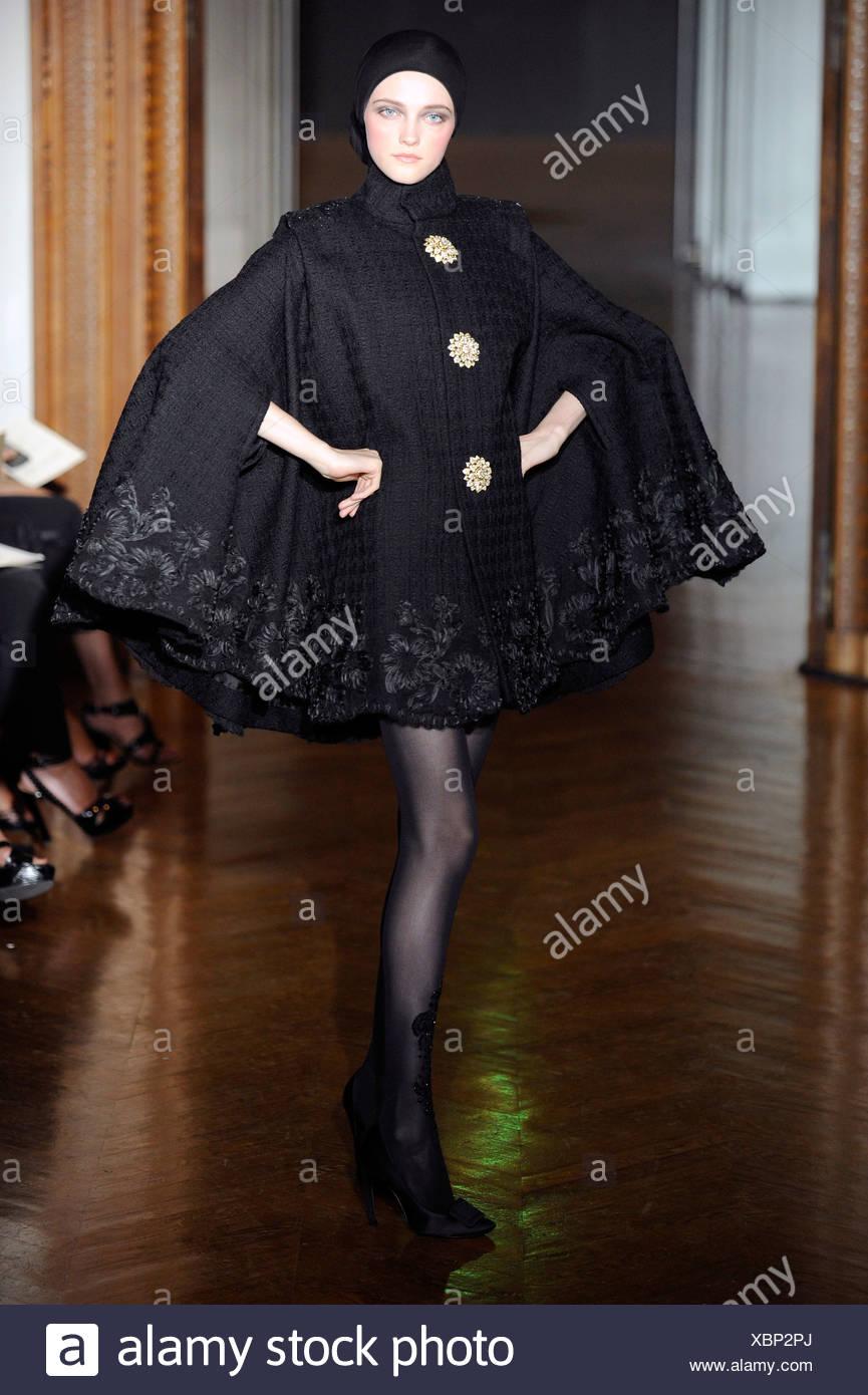 Christian Lacroix Paris Haute Couture Stockfotos & Christian Lacroix ...