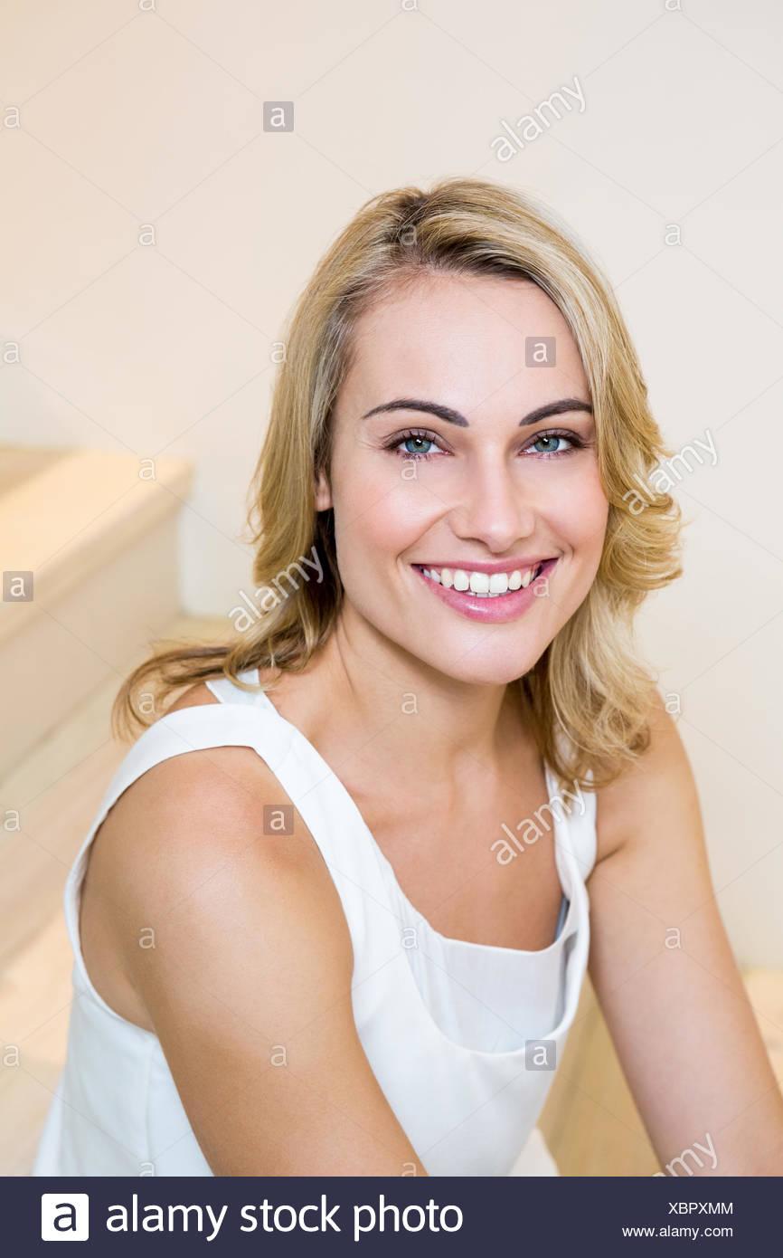 Portrait der schönen Frau lächelnd Stockbild