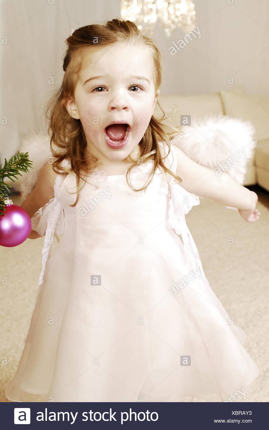 Weihnachten Mädchen Verkleidung Engel Lachen Fröhlich Serie