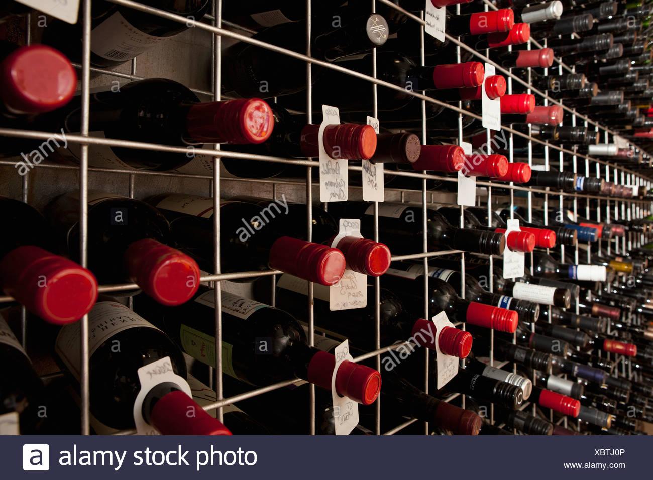 Bottles On Bar Stockfotos & Bottles On Bar Bilder - Alamy