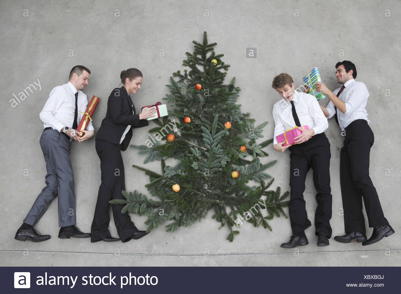 Weihnachtsbaum Mit Weihnachtsgeschenken Stockfotos & Weihnachtsbaum ...