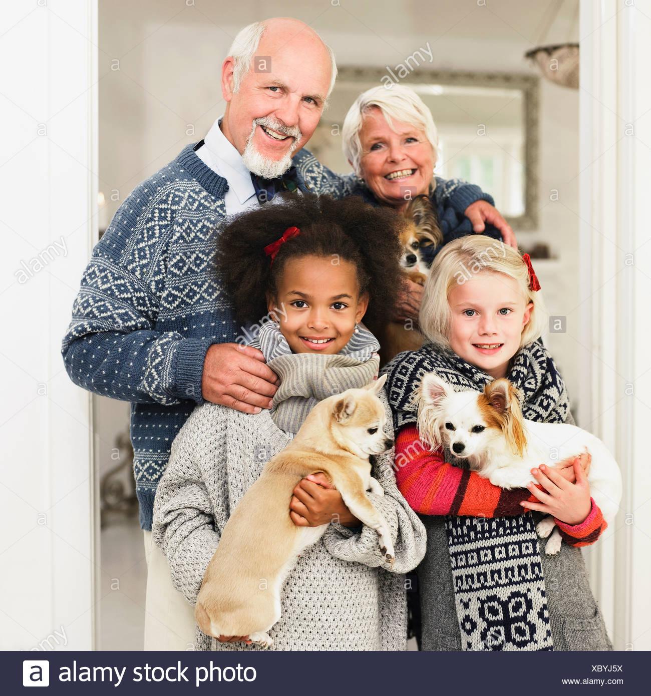 Familie posieren für Weihnachten Bild Stockbild
