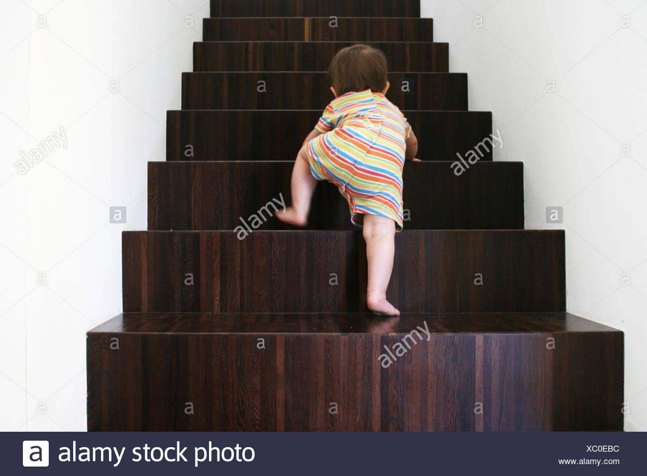 Baby Holz Treppen Stockbild
