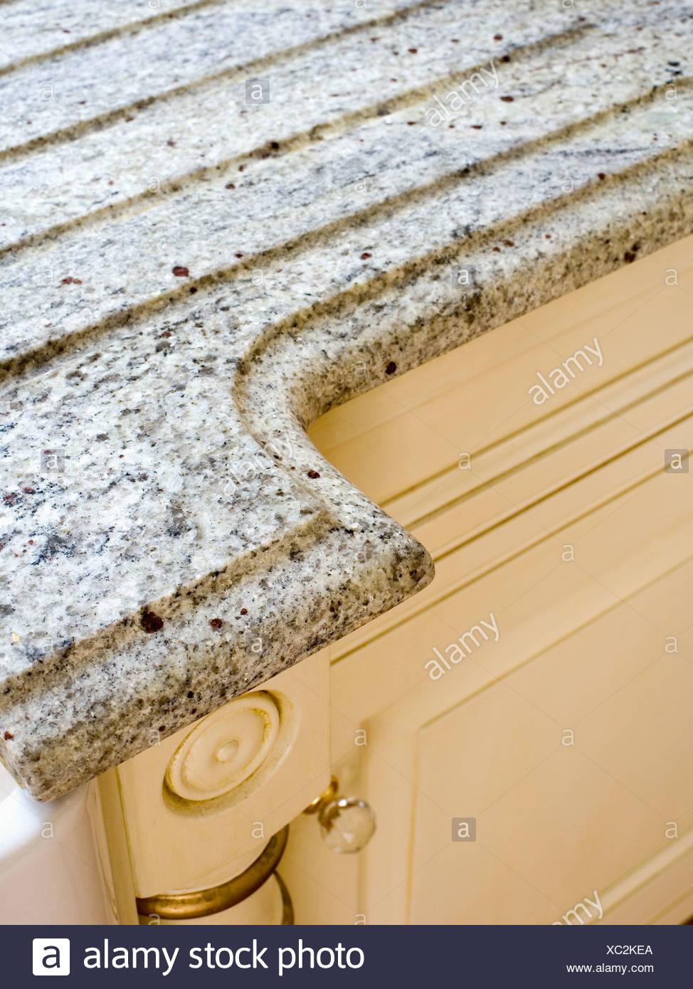Nahaufnahme Der Granit Arbeitsplatte Auf Kuchenschrank Stockfoto