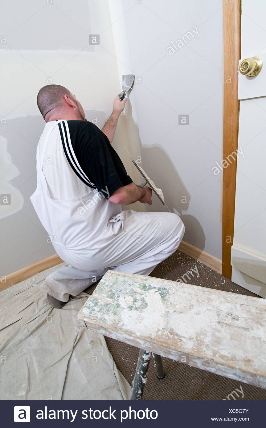 Gipser arbeiten an Wänden Stockbild