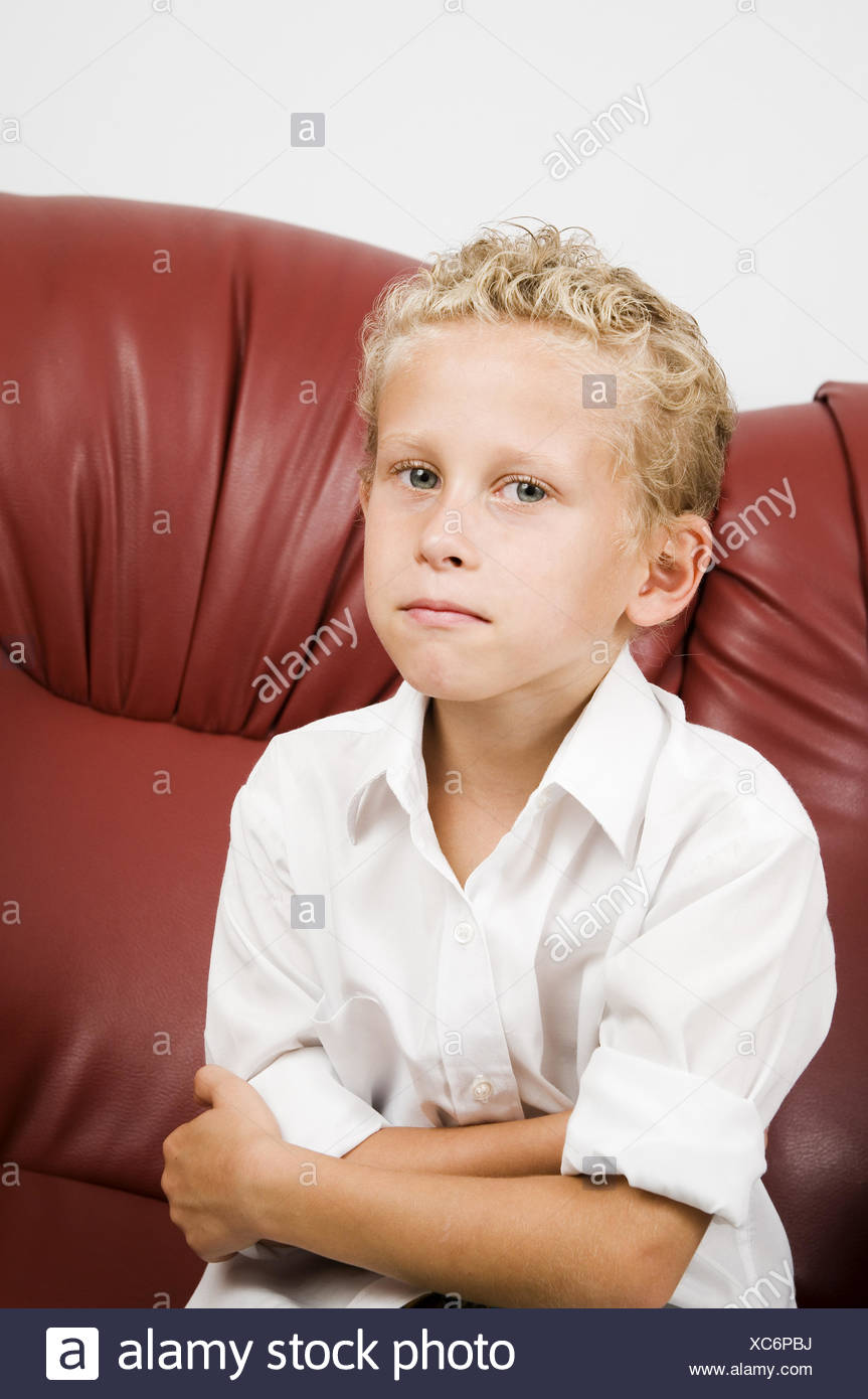 blonde junge auf sofa Stockbild