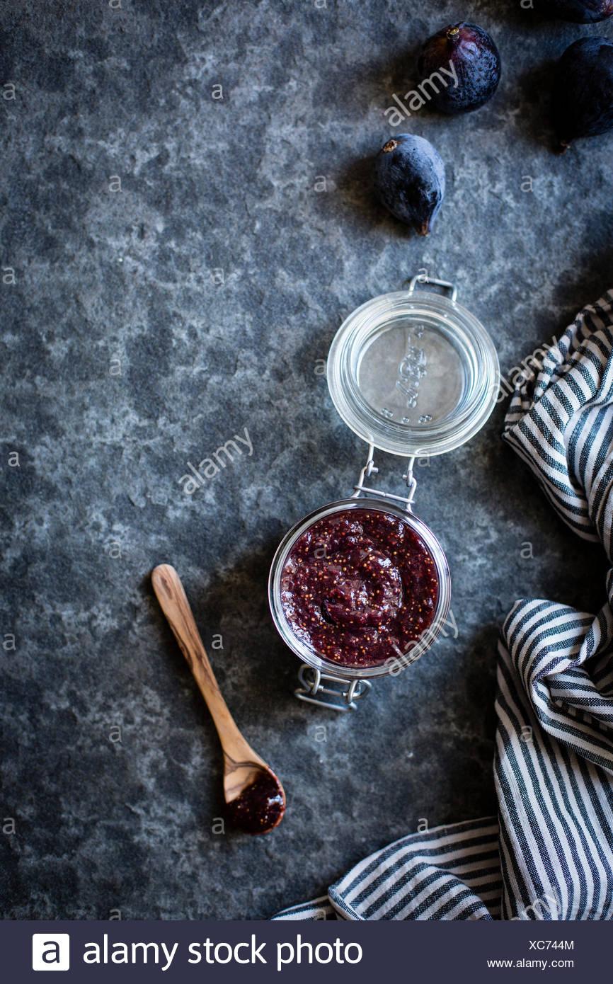 Abb. bewahren in einem Glas. Zutaten für Fig Wirbel-Eis. Stockbild