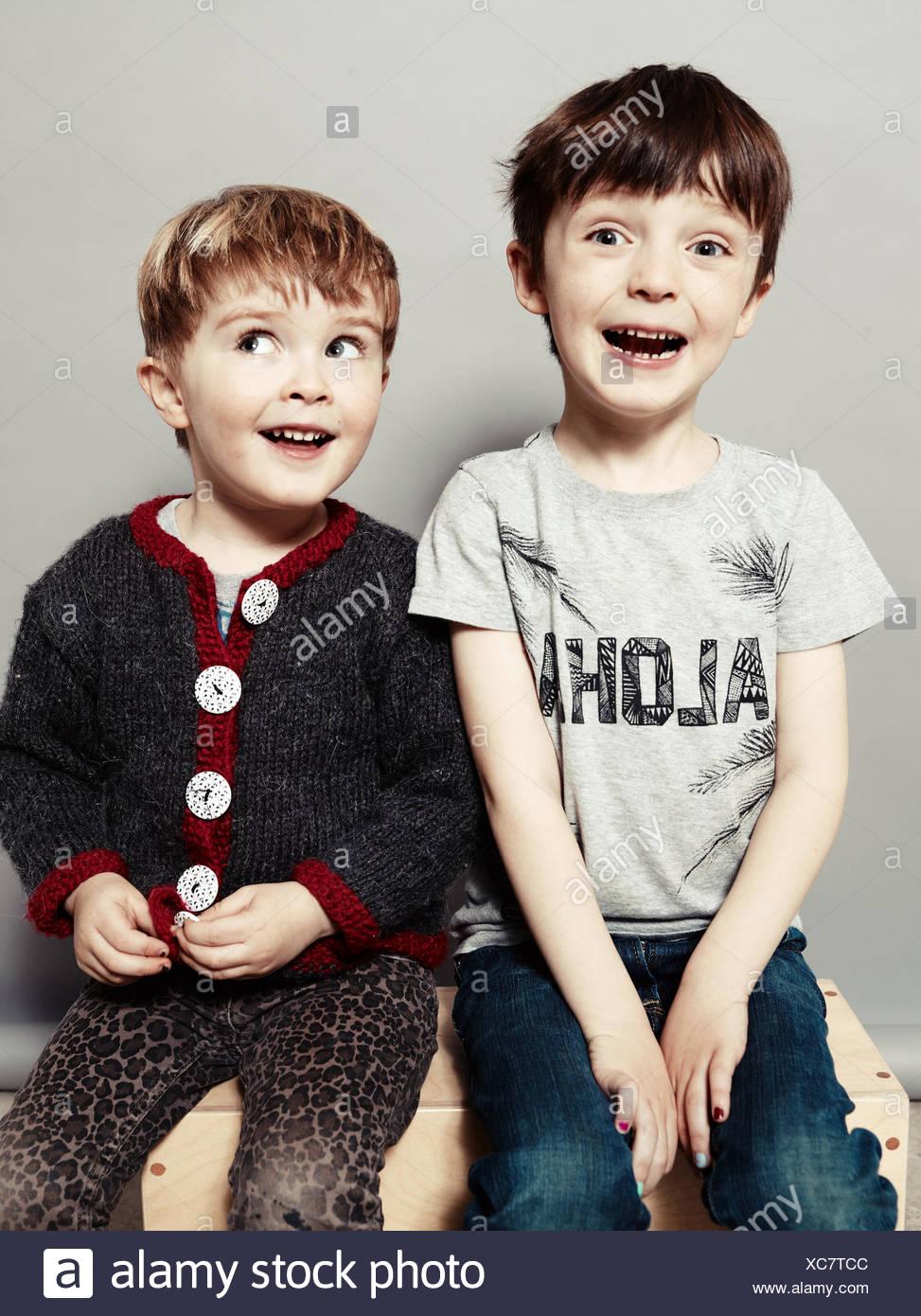 Porträt von zwei glücklichen jungen albern Stockbild