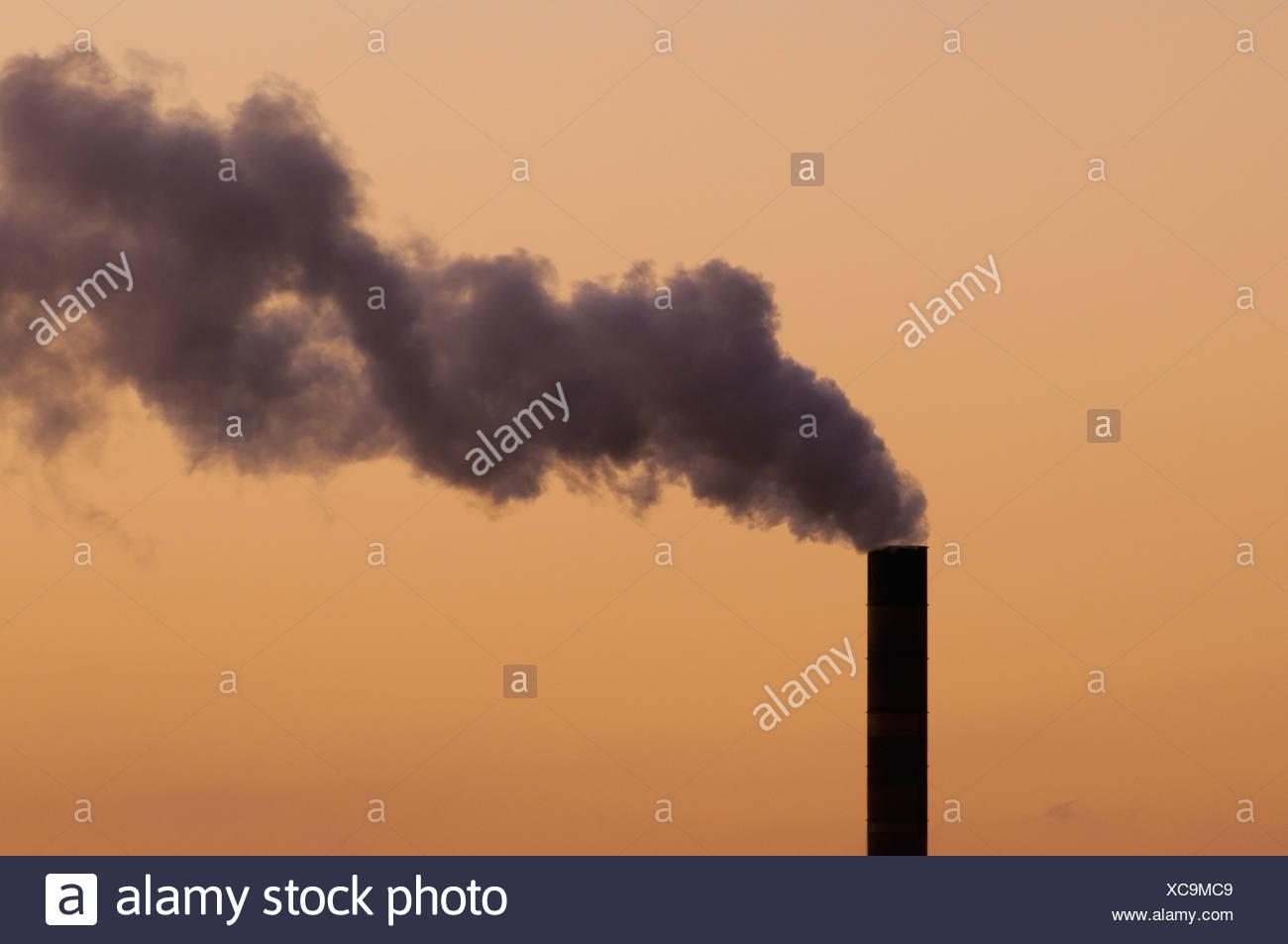 Fernandina Beach Florida USA dicke Wolke von Rauch betriebenen Kohlekraftwerk Stockbild
