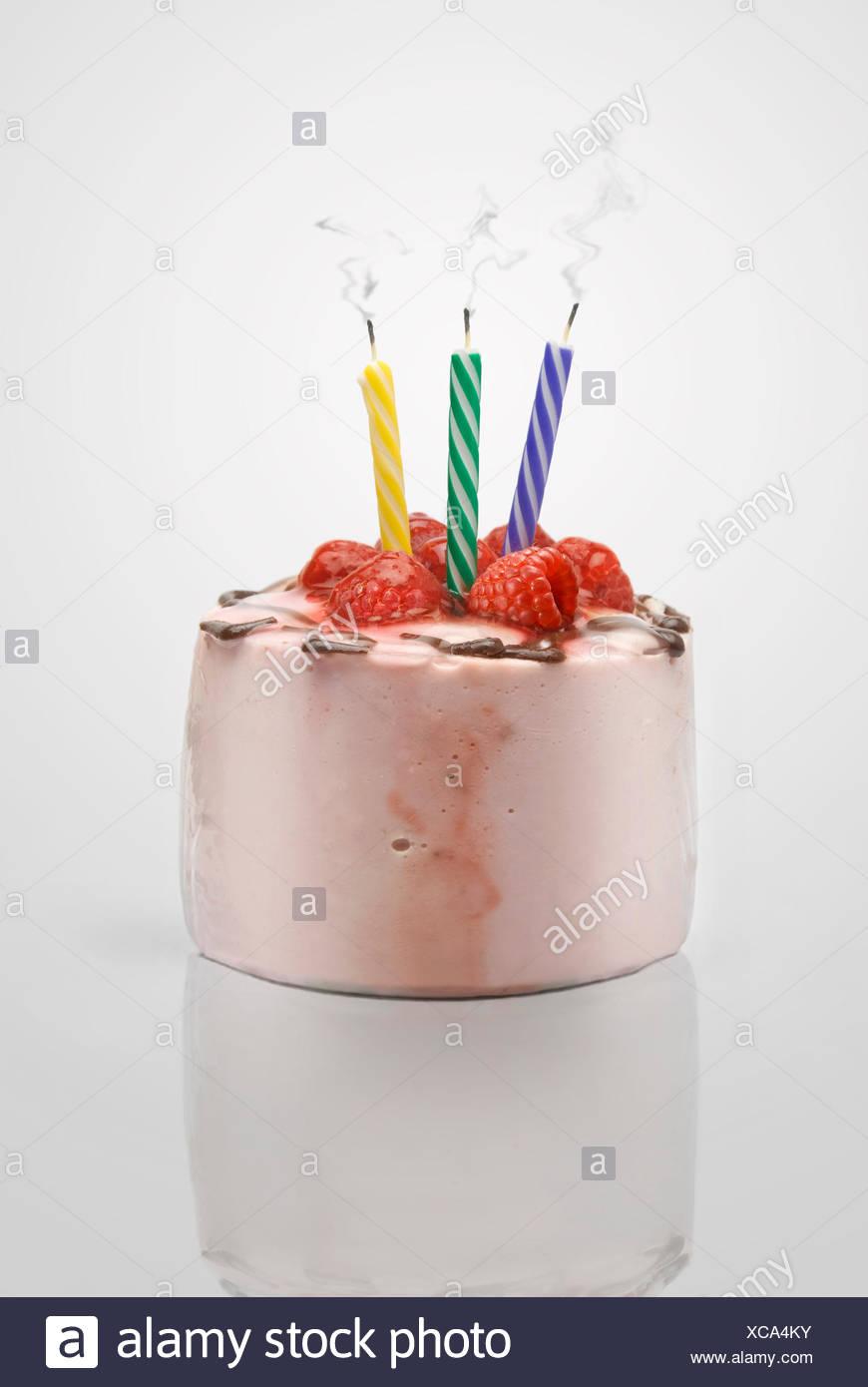 Kerze Kuchen Kuchen Geburtstag Rauch Essen Nahrungsmittel Isoliert