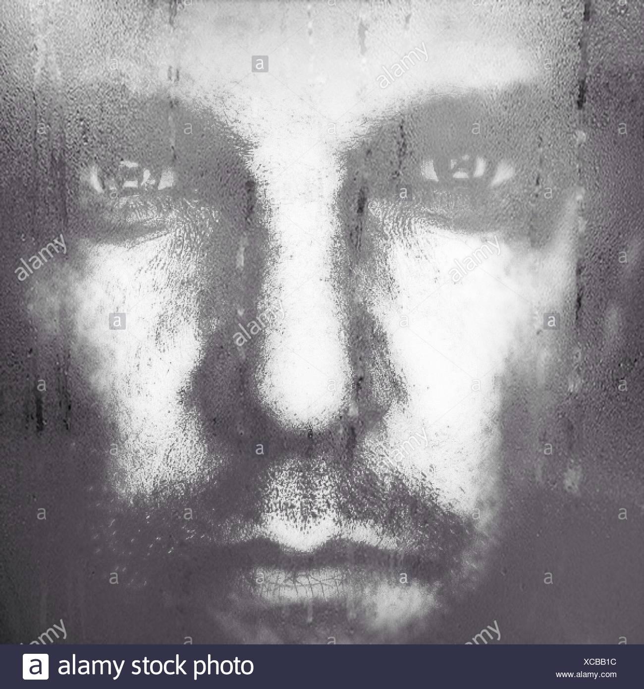 Extreme Nahaufnahme Portrait von ernster junger Mann Stockbild