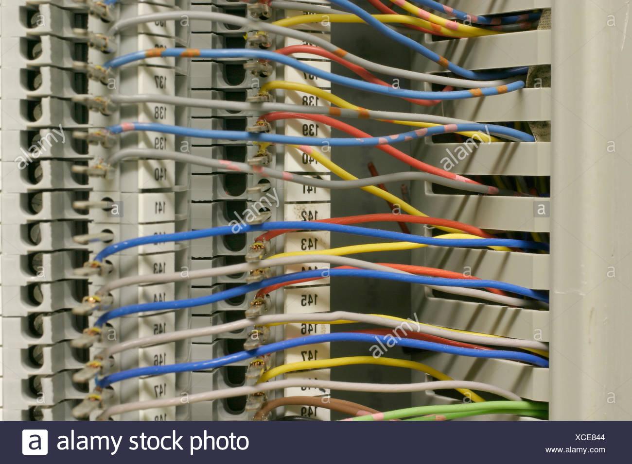 Chaos Cable Stockfotos & Chaos Cable Bilder - Seite 3 - Alamy