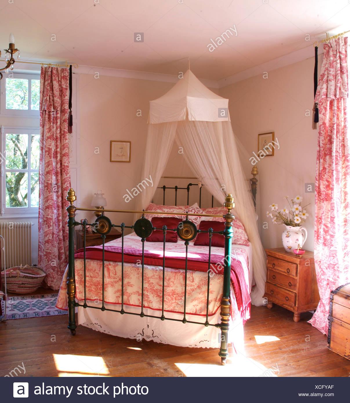 Toile De Jouy Curtains Stockfotos & Toile De Jouy Curtains Bilder ...