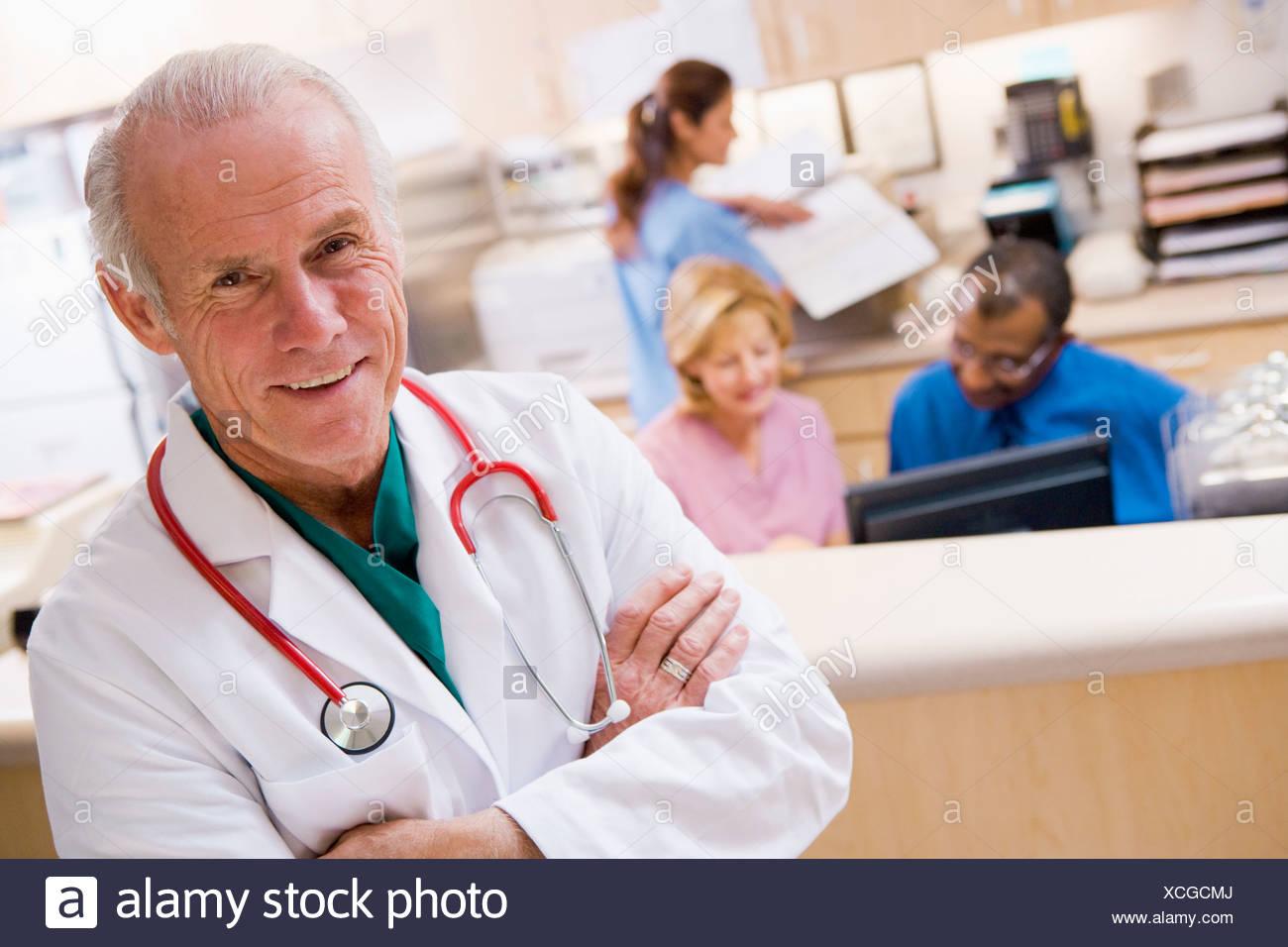 Gemütlich Rezeptionistin Des Krankenhauses Ziel Bilder - Entry Level ...
