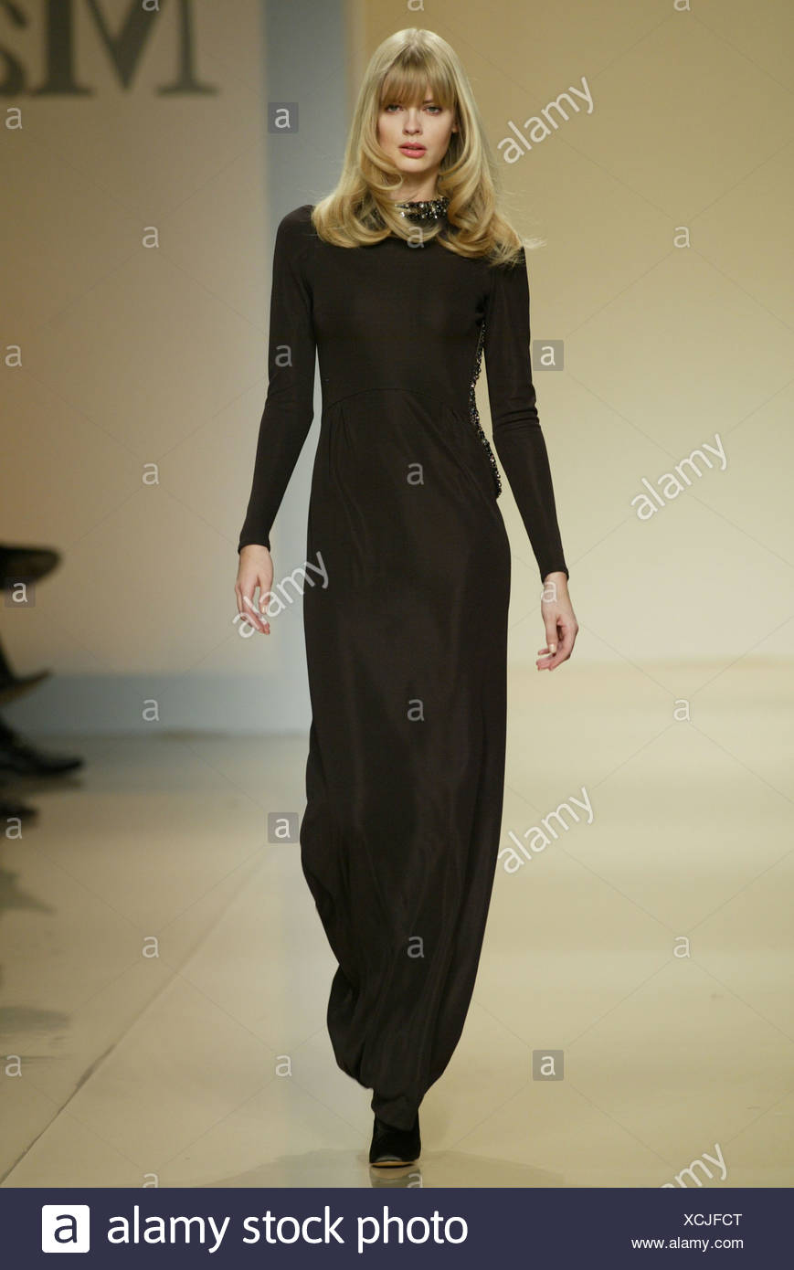 Black Dress With Sequins Stockfotos & Black Dress With Sequins ...