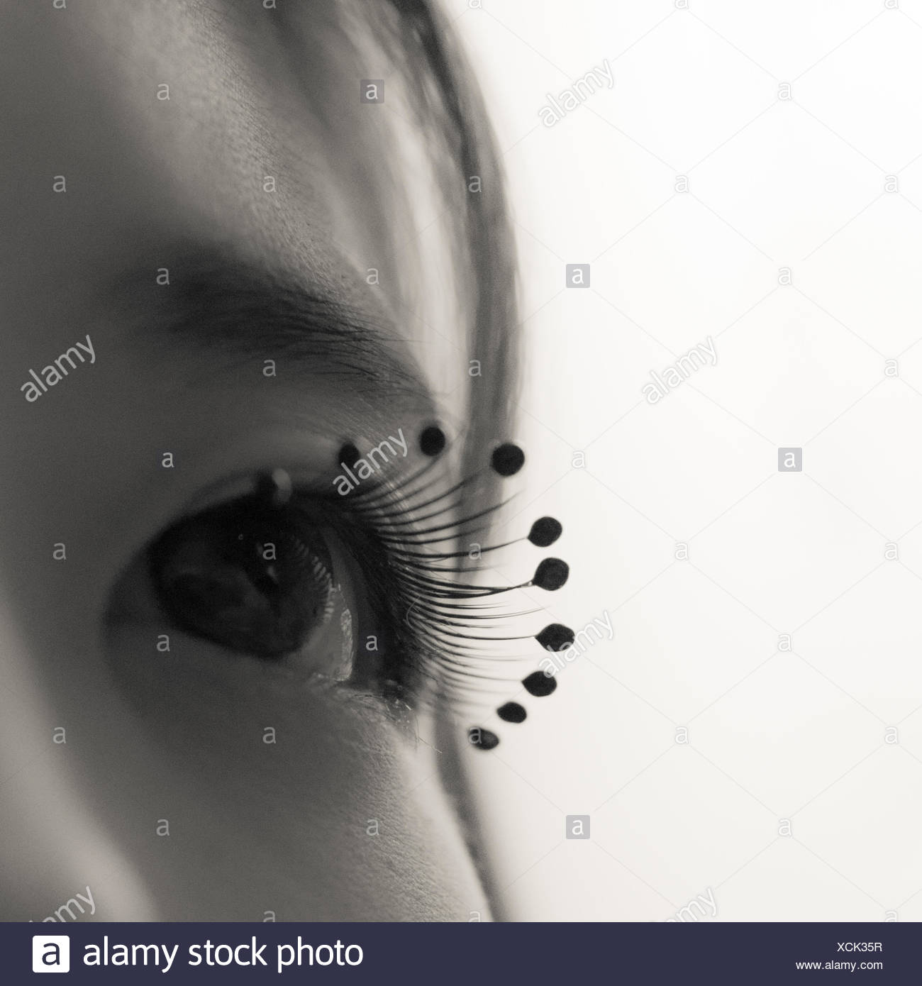 Nahaufnahme der Trägerin Tropfen Perlen Wimpern Stockbild