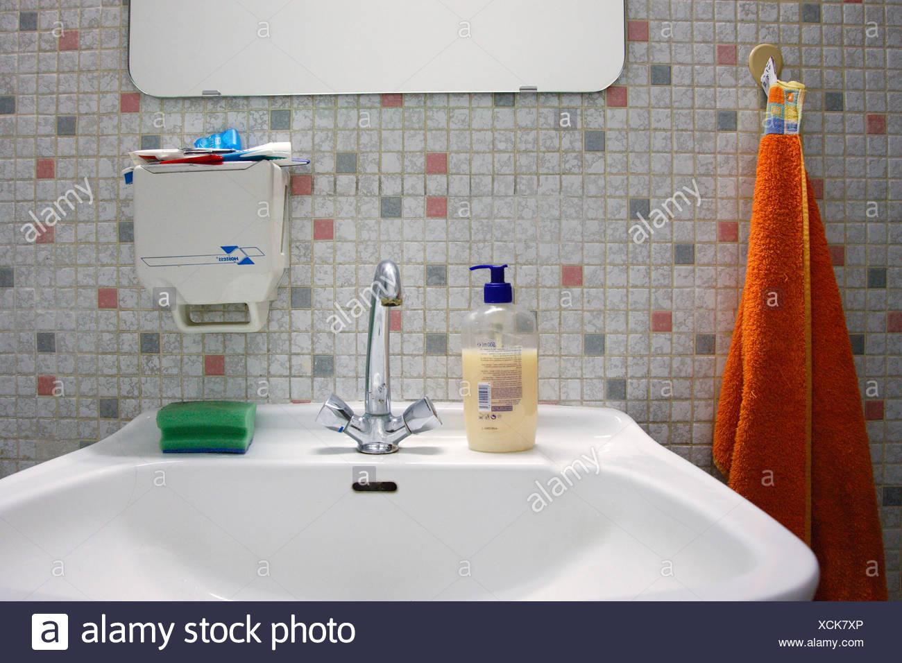 Berlin-Waschbecken im Badezimmer Stockbild