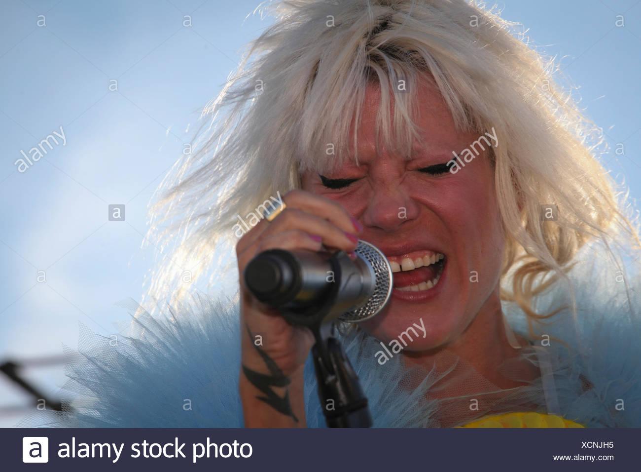 Mieze Katz, Frontfrau von MIA, die live während der auf die Dächer Festival 2012, Berlin Stockbild