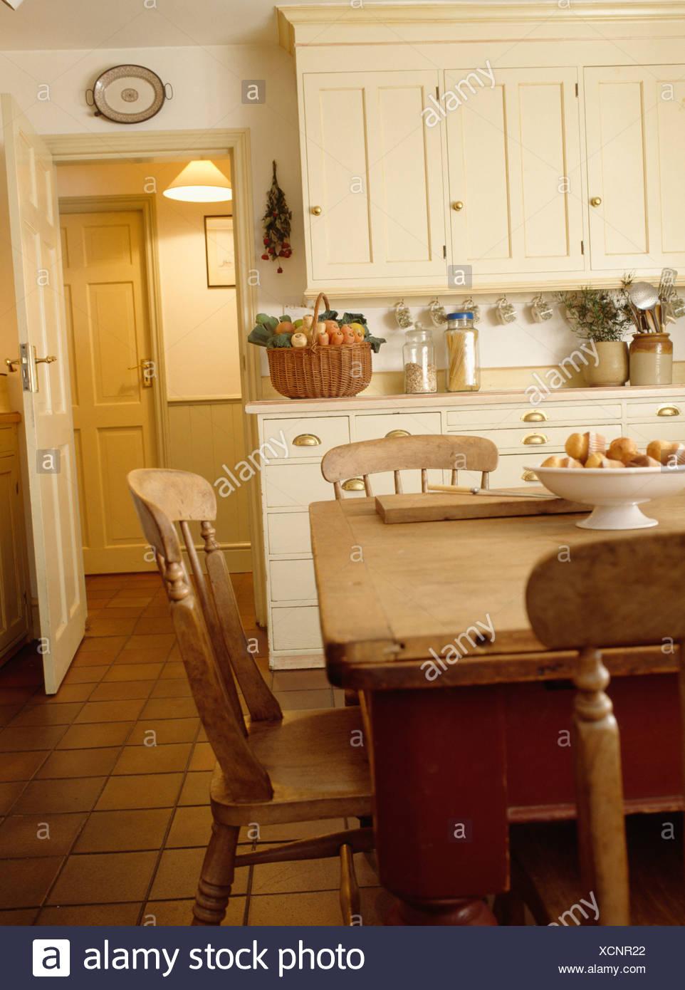 Erfreut Küche Wegklappen Tisch Und Stühle Ideen - Küchenschrank ...
